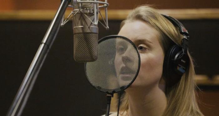 JULIA PARIS vous annonce la sortie de son prochain single par une mini-série « En studio »