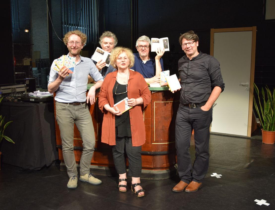 lancering 30CC (1/06). VLNR > onder: Piet Forger (directeur cultuur), Denise Vandevoort (schepen), Koen Adams (artistiek coördinator) / boven: Jimmy Dewit & Jan Delvaux (Belpop Bonanza en presentatoren van de avond) (c) 30CC