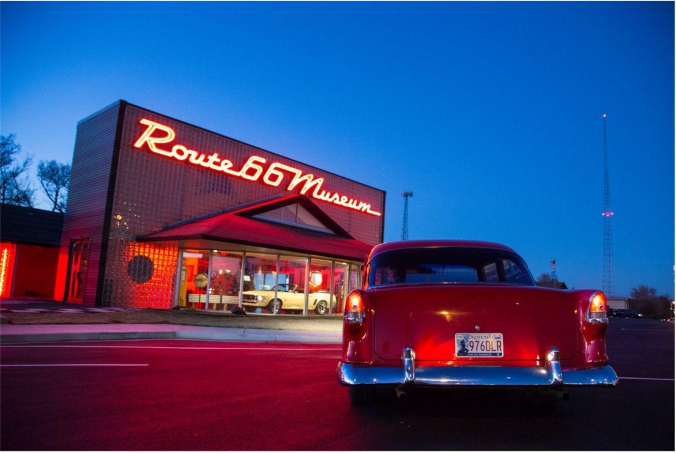 La icónica Ruta 66 es la vía de los beatniks para embarcarse en la aventura de la vida en En el camino.