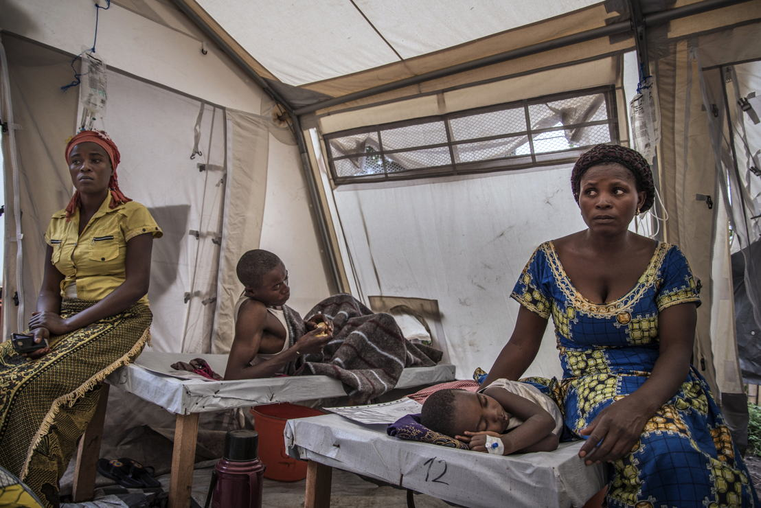 Elisabeth Chihemba sits quietly next to her three-year-old son, Elris Kamo, who is suffering from severe dehydration and is barely able to move. © <br/>Arjun Claire/MSF