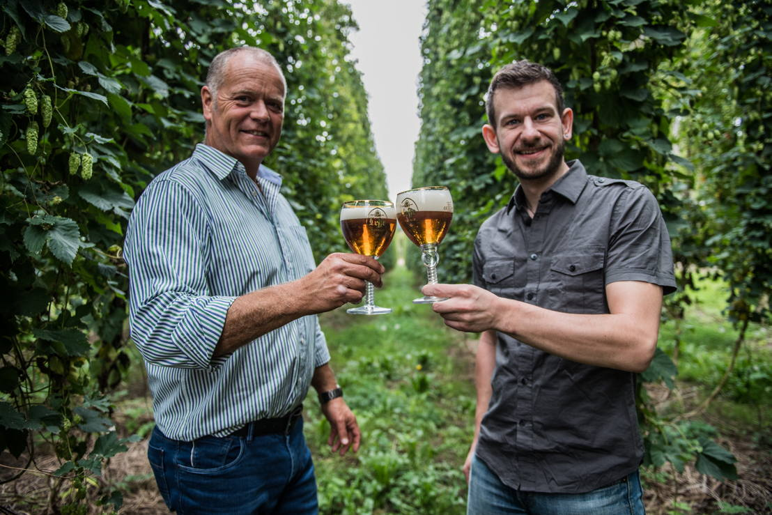 Hop farmer Tim Lord (l) and Leffe brewmaster Michael Dresel (r) raise the glass on Leffe Royale Ella