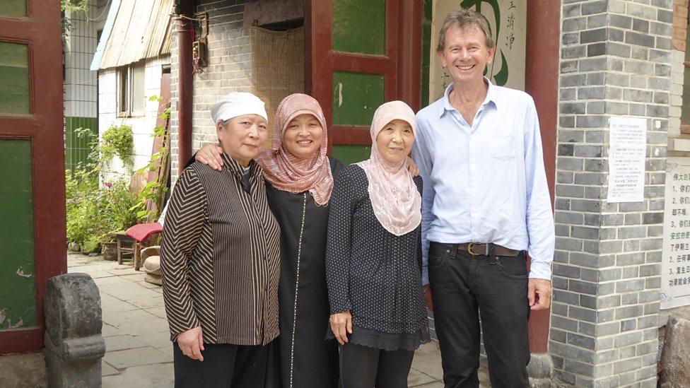 Michael Wood in een moskee voor vrouwen in Kaifeng - (c) BBC Worldwide