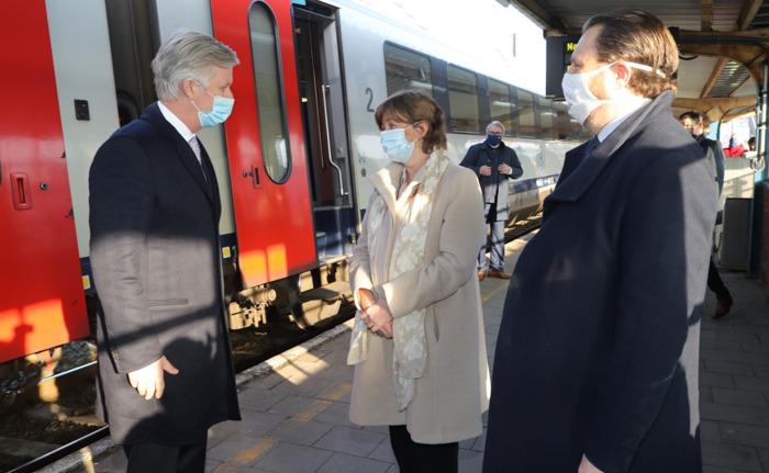 Zijne Majesteit de Koning brengt hulde aan het werk van het spoorwegpersoneel
