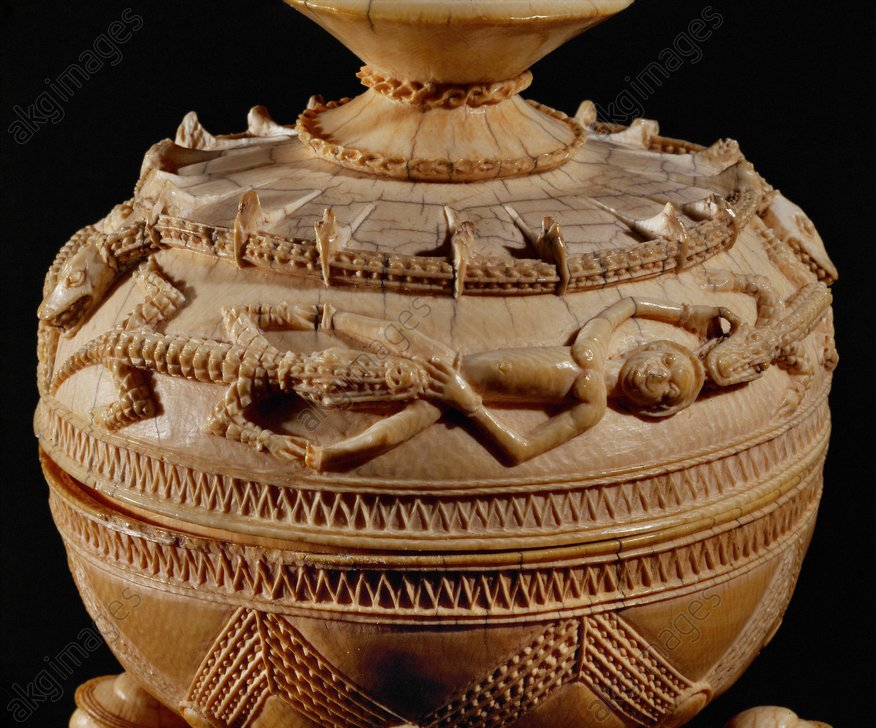 Ivory jug, probably a salt jar; Detail: lid with figurative decoration of humans and crocodiles, linked by the crocodiles biting into the genitals of the men.<br/>Sierra Leone (West Africa), 16th century.<br/>London, Museum of Mankind.<br/><br/>AKG193350