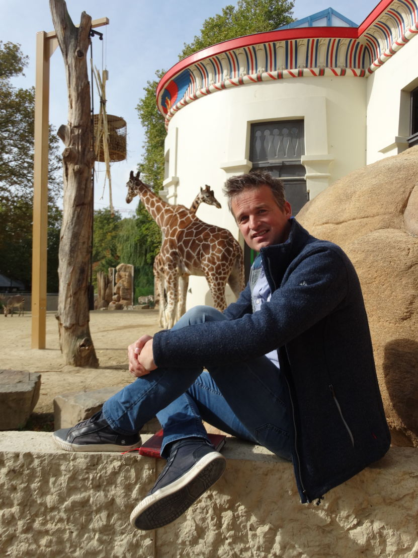 Arnout Hauben in de zoo van Antwerpen (c) VRT