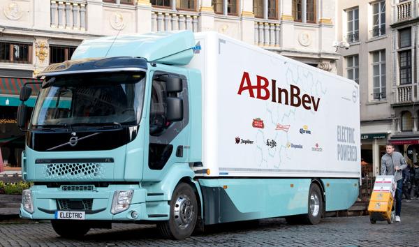 Preview: Europa's eerste e-truck onthuld in Brussel om bieren zonder uitstoot te leveren