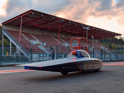 Solar Team Belge teste toute nouvelle voiture solaire sur le Circuit de Spa-Francorchamps