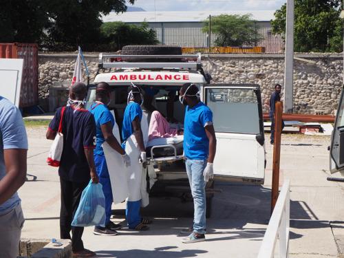 Haïti - A Port-au-Prince, MSF contrainte de transférer des patients brûlés après de violents affrontements autour de son hôpital