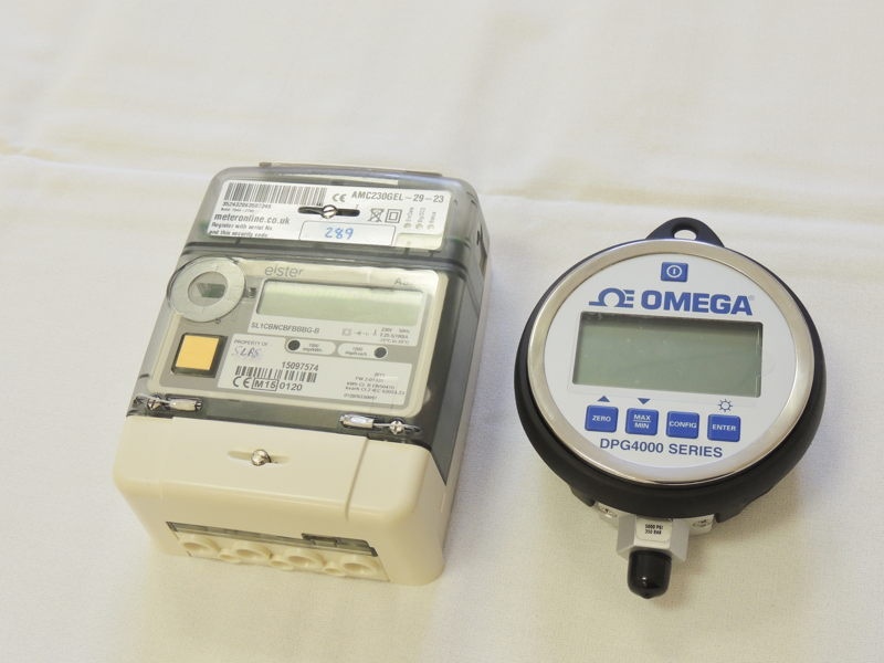 Pressure gauge and NTP Clock