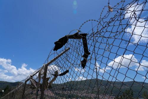 GRIEKENLAND: NIEUW AZG-RAPPORT TOONT LIJDEN VEROORZAAKT DOOR HET EU HOTSPOT-SYSTEEM OP ASIELZOEKERS, VLUCHTELINGEN EN MIGRANTEN