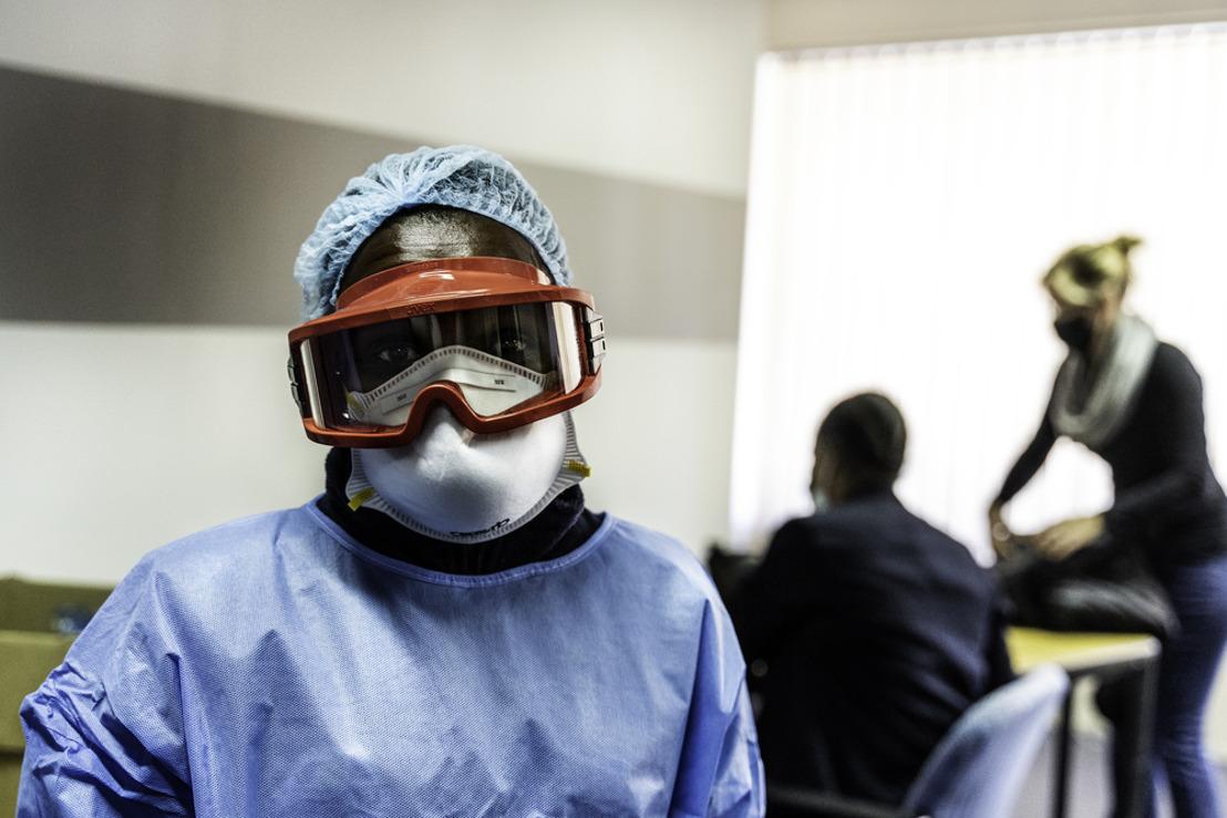 MSF exige una regularización del mercado mundial de equipos de protección individual