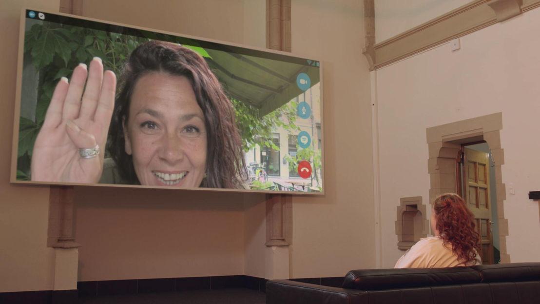 Dokter Bea (Eva Van der Gucht) en Slongs Dievanongs (afl 4 ) - (c) De Mensen
