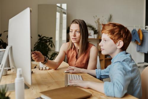 Un parent sur trois pense que les écoles doivent continuer à se concentrer sur l'enseignement numérique après la crise liée au coronavirus