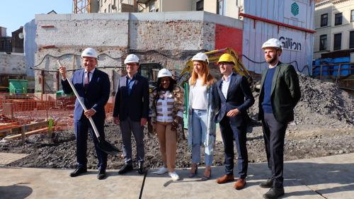 Symbolische aftrap werf nieuwe school en passiefwoningen in hartje Brussel
