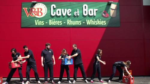V and B, 1er concept de cave & bar en France, confie à Emakina la création de son écosystème digital à destination de ses franchisés