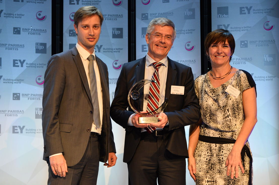 'Regional Public Organization of the Year' 2017: CHL UCL Namur. From left to right: Joan Condijts (De Tijd/L'Echo), Benoit Libert (CHU UCL Namur) and Boucquiau Anne. (c)Eric Charneux