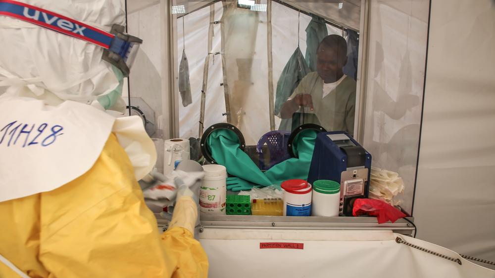 Laboratoire de recherche intégré au centre de traitement © MSF