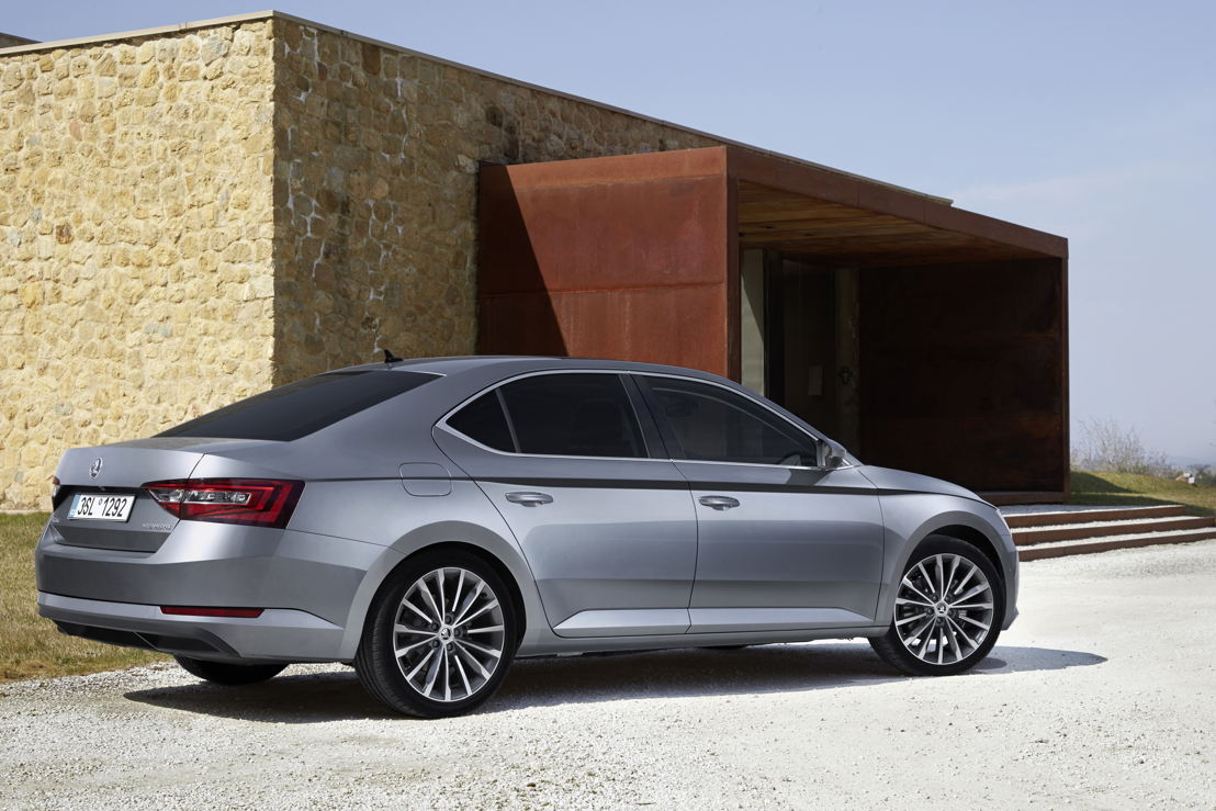 In addition to the successful compact models OCTAVIA and RAPID, the ŠKODA SUPERB (photo) especially is enjoying great popularity. 13,500 customers worldwide opted for the brand's flagship in September 2016 - twice as many as in September 2015.