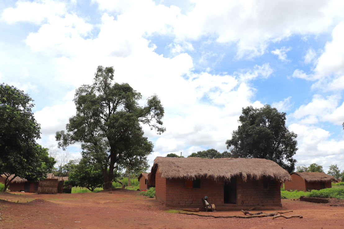 Outside view of houses in Bossangoa's 2nd district. Photographer: Elisa Fourt