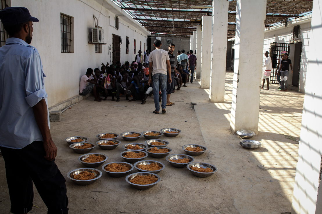 Refugees and migrants detained in this detention centre get rice or pasta for lunch and dinner. For breakfast people receive bread with some cheese. Meals often have to be shared by many people. Food is prepared in-house and is served in large metal bowls to be shared by five to 10 people. Photographer: Sara Creta