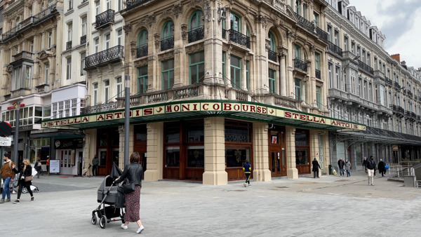 Preview: Terrace awnings in Rue de la Bourse restored to former glory