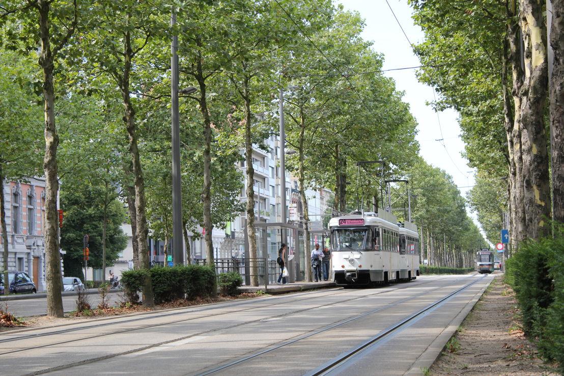 De tram- en busbaan op de Antwerpse Leien