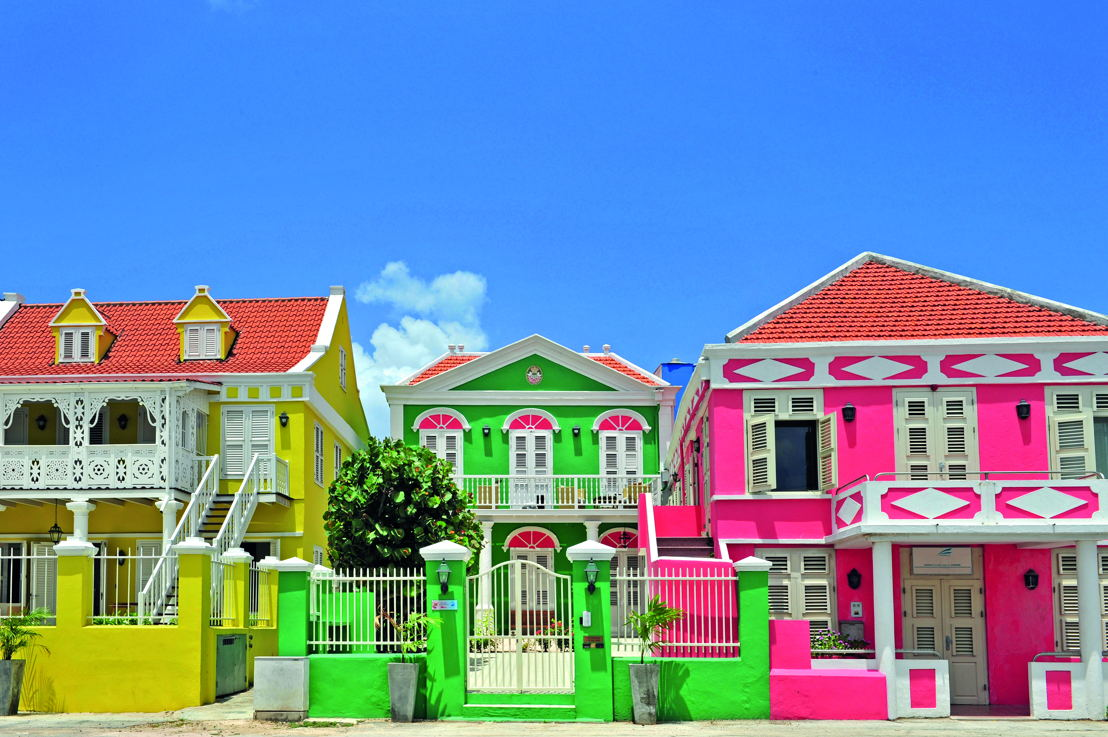 Curacao_Architecture_Pietermaai_coloured_houses