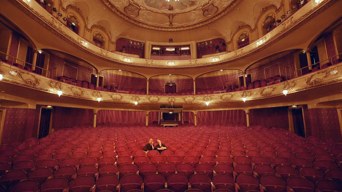 Made in Europe - aflevering 3 : Dimitri met Ibsen-actrice Juni Dahr in het Nationaal Theater in Oslo - (c) Reinier van Brummelen