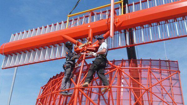 Installatie van de radar van Florennes door de technische diensten van Belgocontrol