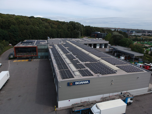 Luminus installe des panneaux photovoltaïques sur les toits de Colas Belgium et Scania