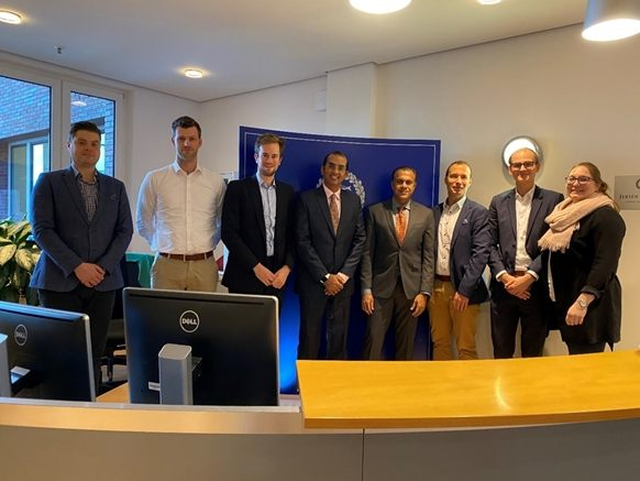 Representatives from Jebsen & Jessen Hamburg and logistics startup, Roambee discuss new technology applications.