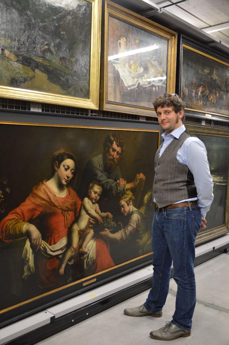 Conservator Peter Carpreau bij 'De Heilige Familie' van Theodor Van Loon (1581/1582-1649)