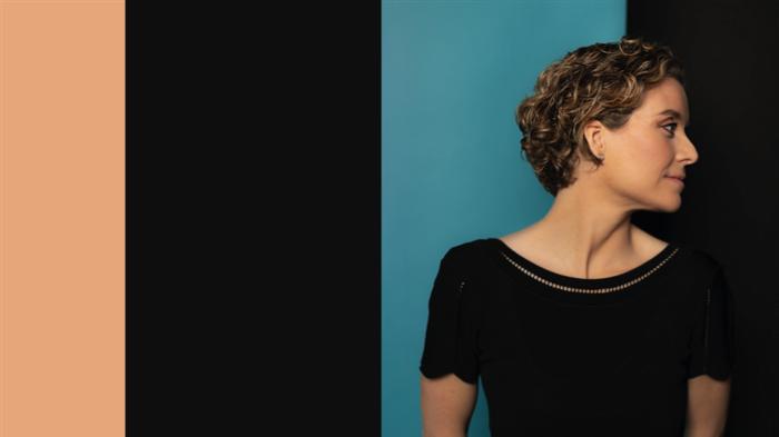 """LORA GABRIEL nous présente son nouvel Ep intitulé """"Quand La Lumière Gronde"""""""