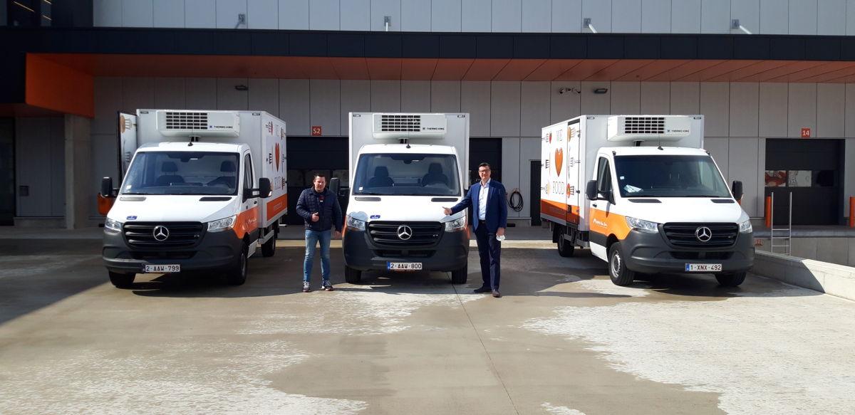 Rolf Vandenboer (Van Zon) en Frédéric Van Humbeeck (Fraikin) bij de nieuwe koelwagens.