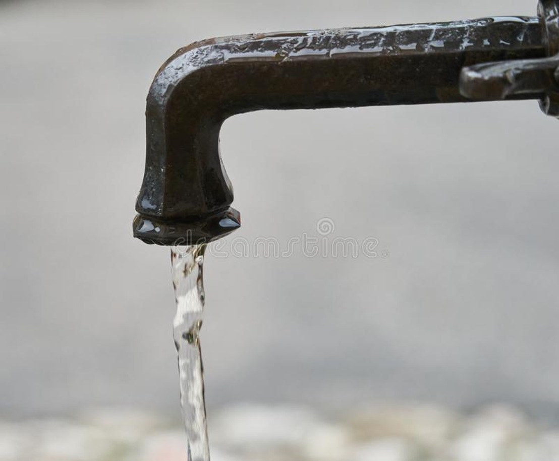 Gouverneur heft verbod op niet-essentieel gebruik van drinkwater op.