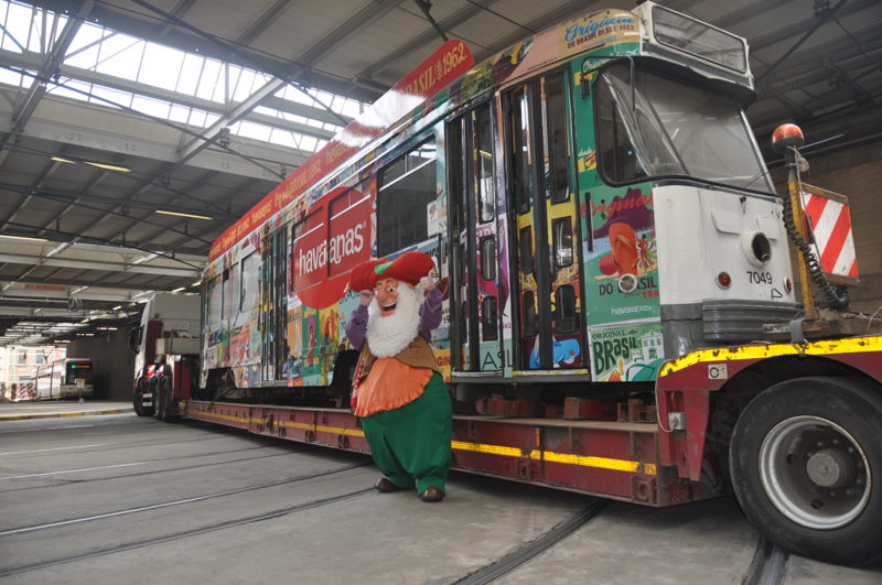 Kabouter Plop voor de PCC-tram die een tweede leven krijgt in het Duitse Holiday Park van Plopsa Group. (foto: De Lijn)