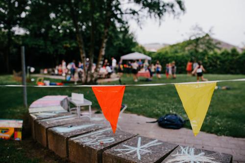Stad Leuven stimuleert buurtfeesten met extra logistieke ondersteuning en acts voor buurtcultuur