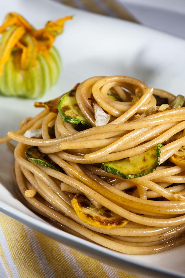 Spaghetti integrali con zucchine