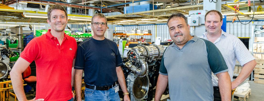 Motorenfabrik Hatz mit Weitblick – Berufsschule 1 in Deggendorf erhält innovativen Motor neuester Generation