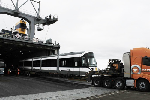 Nieuwe Kusttram per boot gearriveerd