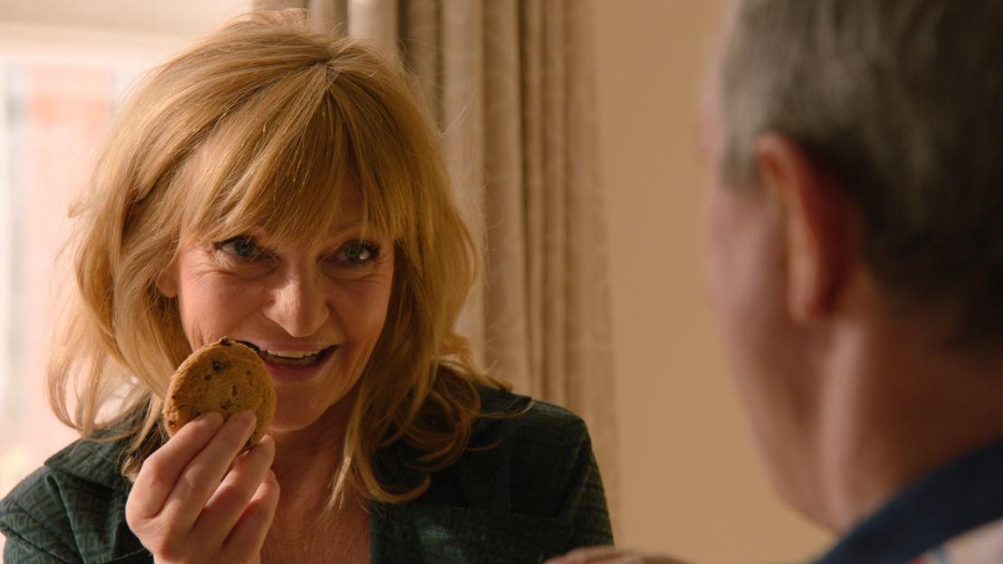 Overleeft Luc de koekjesaanval van Julia?- THUIS (c) VRT