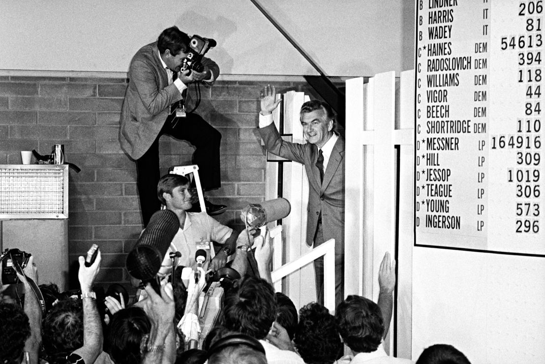 Bob Hawke greets the press room
