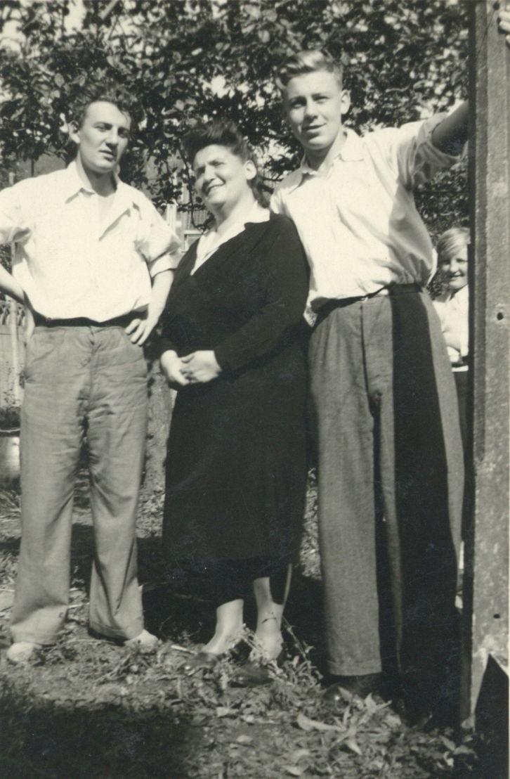 Hugo Claus, moeder Germaine Claus-Vanderlinden, Guido Claus.