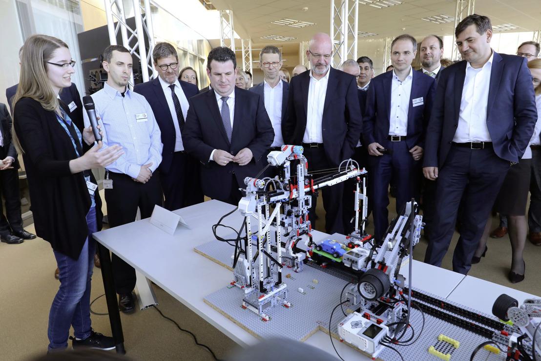 """Volkswagen comienza el programa de capacitación """"Faculty 73"""" para especialistas en informática"""