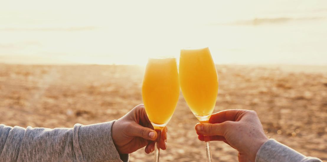 Pros y contras de sumarle alcohol a tu primera cita