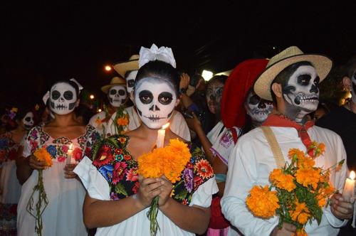 Leer es recordar: escritores latinos a los que homenajeamos en el Día de los Muertos