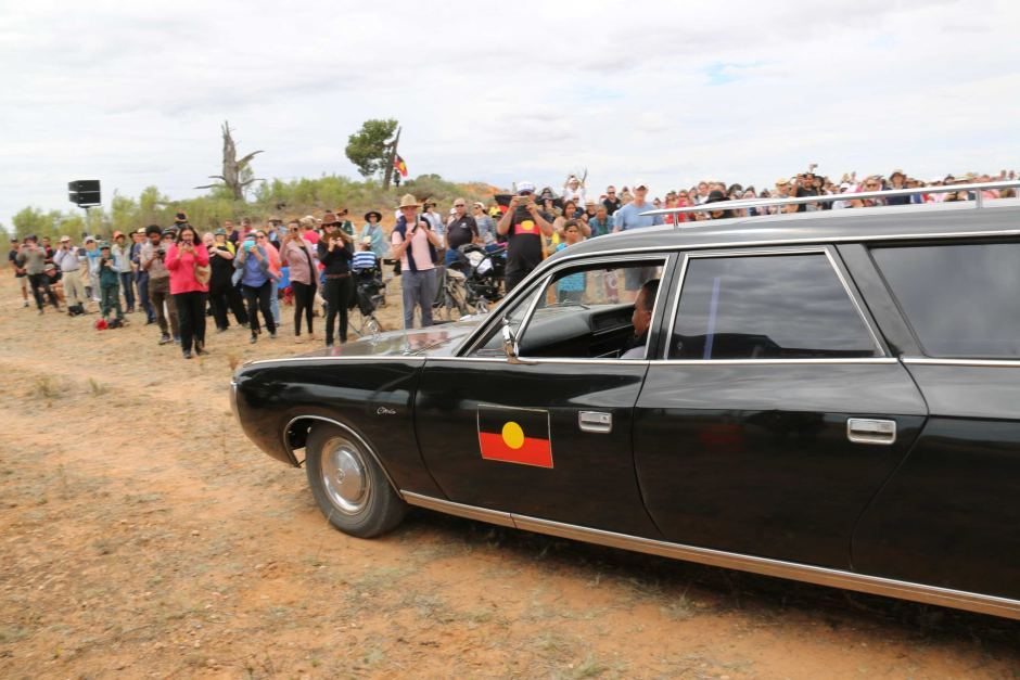 Mungo Man comes home ABC, photo credit by Lisa McGregor.