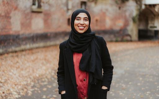Yasmine (27) volgt een graduaat HR-Support en kan daar alle aspecten van zichzelf in kwijt.