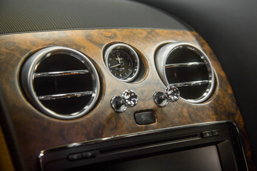 NEW OPEN-PORE WALNUT VENEER BY MULLINER