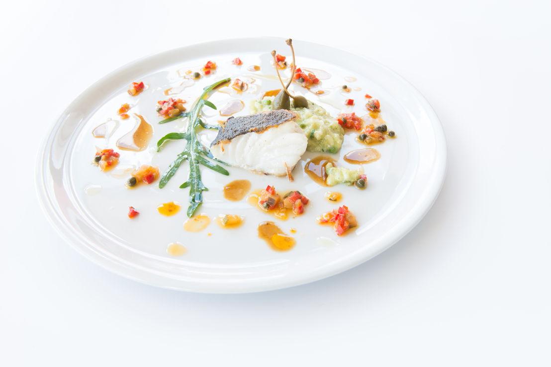 "Toi, moi & la mer - Mooie Meid ""alla piastra"" met risotto verde, caponata Siciliana en gremolata."